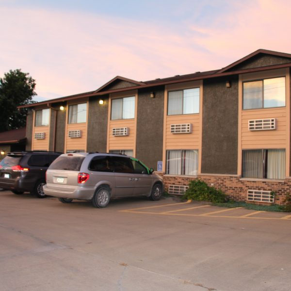 clean and comfortable hotel in centerville iowa