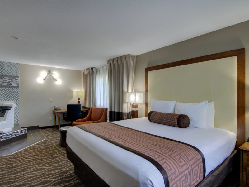hotels near centerville iowa - Westbridge Inn & Suites-min